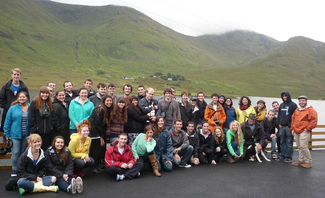 Group photo of students studying abroad in Dublin, Ireland