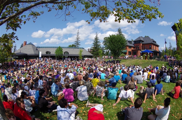 Champlain College welcomes the incoming Class of 2019 on Aiken Green.
